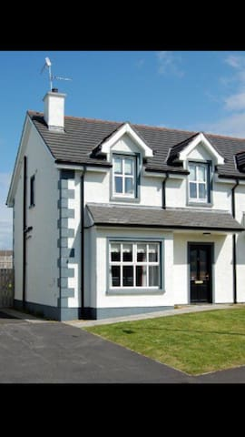 Holiday Home in Sunny Bundoran - Bundoran, County Donegal, IE - Huis