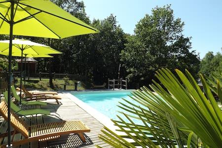 Gîte les chênes verts Périgord noir - ST AMAND DE COLY - Dağ Evi