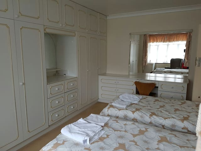 Best Private Room Rent Northfields