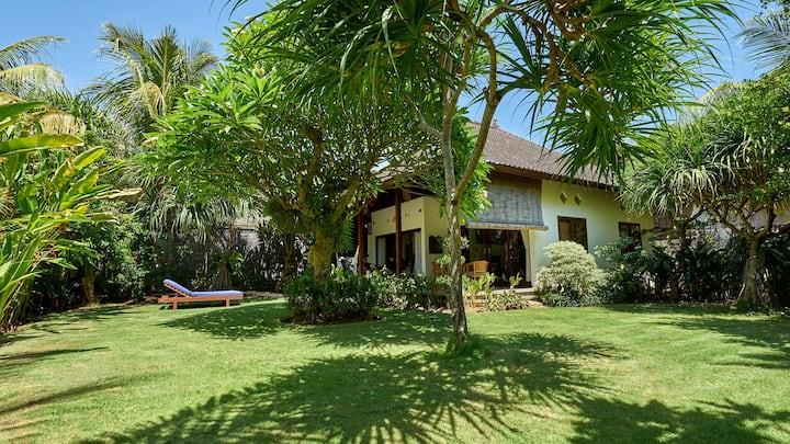 Villa Adi - Lush Tropical Gardens