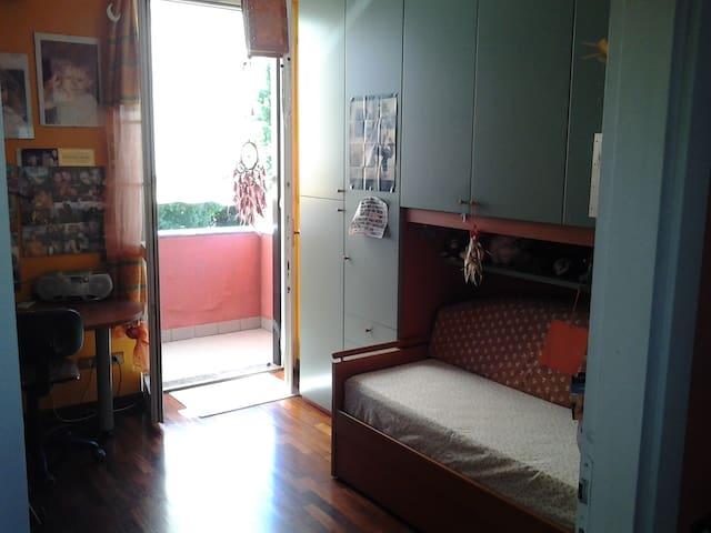 accogliente stanza  in villa   - Siziano - Villa