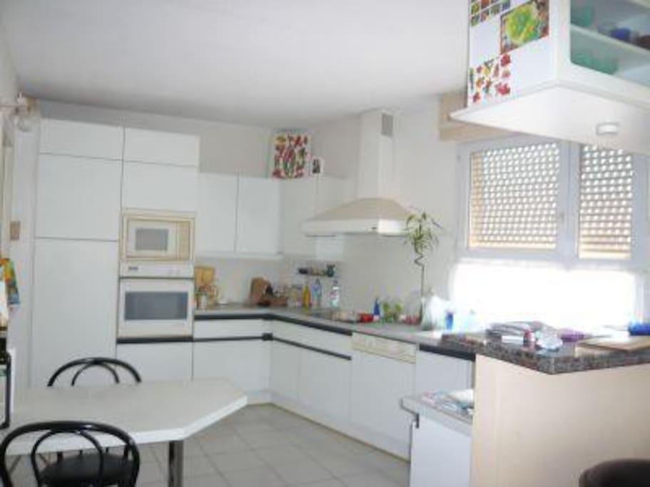 chambre d 39 h te perpignan apartments for rent in perpignan languedoc roussillon france. Black Bedroom Furniture Sets. Home Design Ideas