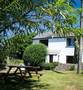 Pembrokeshire Coastpath Cottage - Goodwick - 住宿加早餐