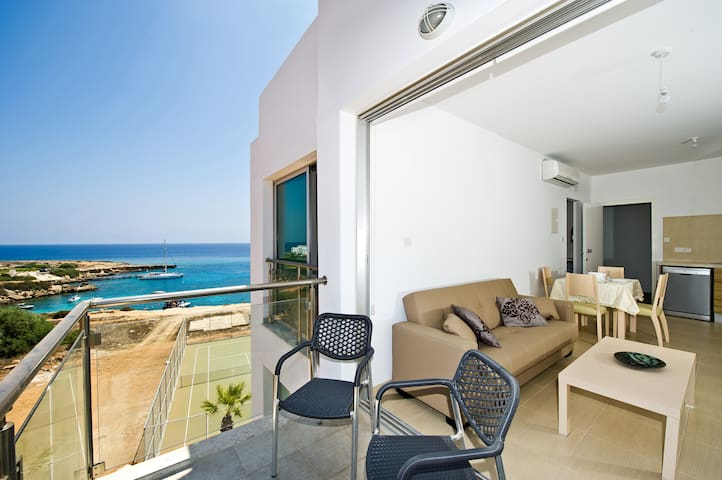 ️ Luxury Apartment with a Sea View-(free WiFi) ️ - Paralimni - Appartement