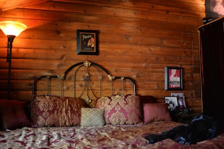 Classy Log Cabin Bedroom - South Lake Tahoe - Chalet