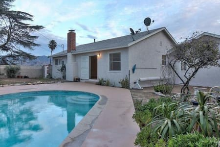 Cute Hill-Top Pool House with VIEWS! - Los Angeles - Talo