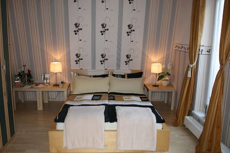 cozy double room / shower/toilet N1 - Bed & Breakfast
