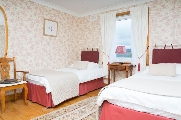 argyll court b&b twin ensuite room ( Inveraray )