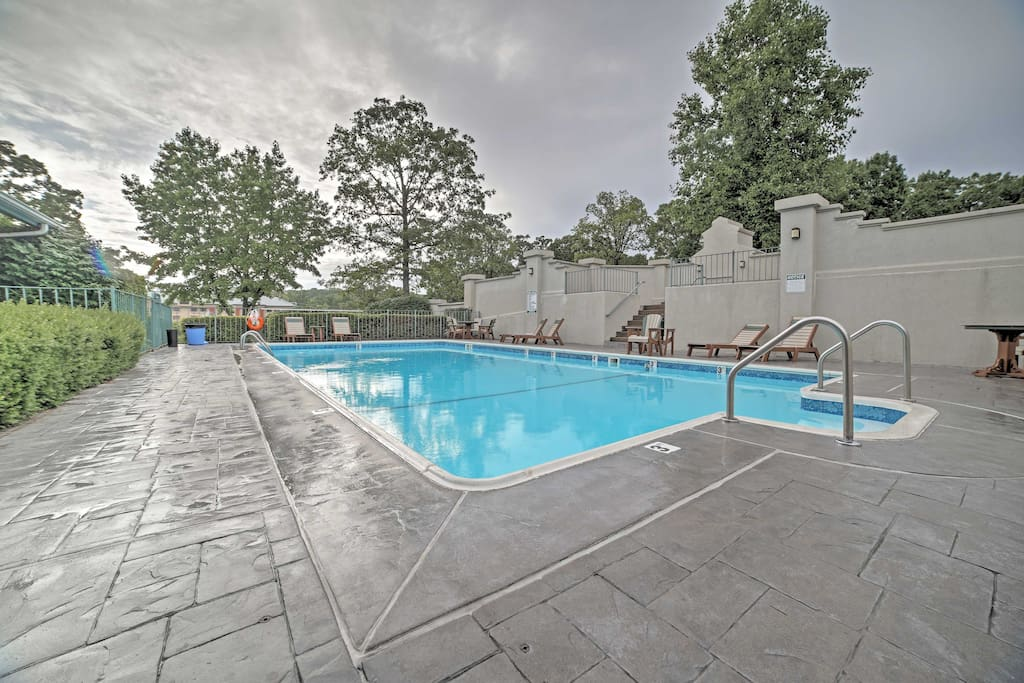 Perfect for families, this condo offers comfortable amenities for 6 guests!