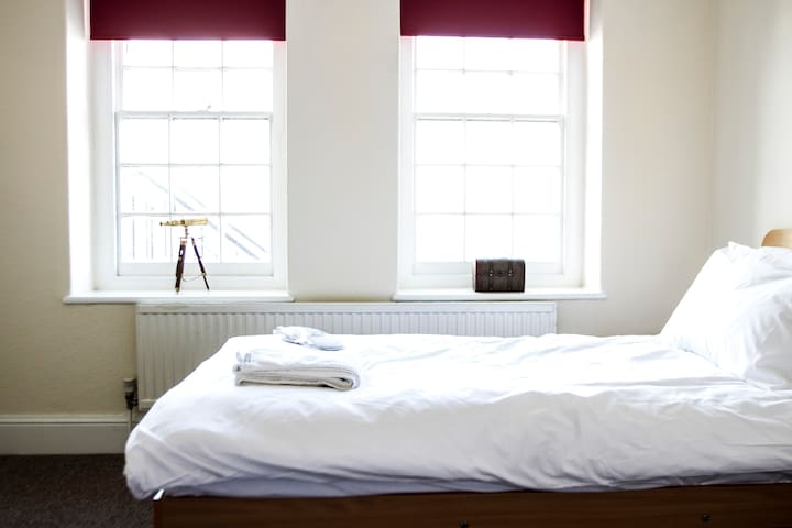 Private Room in very central hostel - Cardiff - Bed & Breakfast
