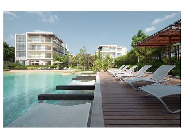 1BR Apt/ Secluded/ Beachfront / 2 Large Pools