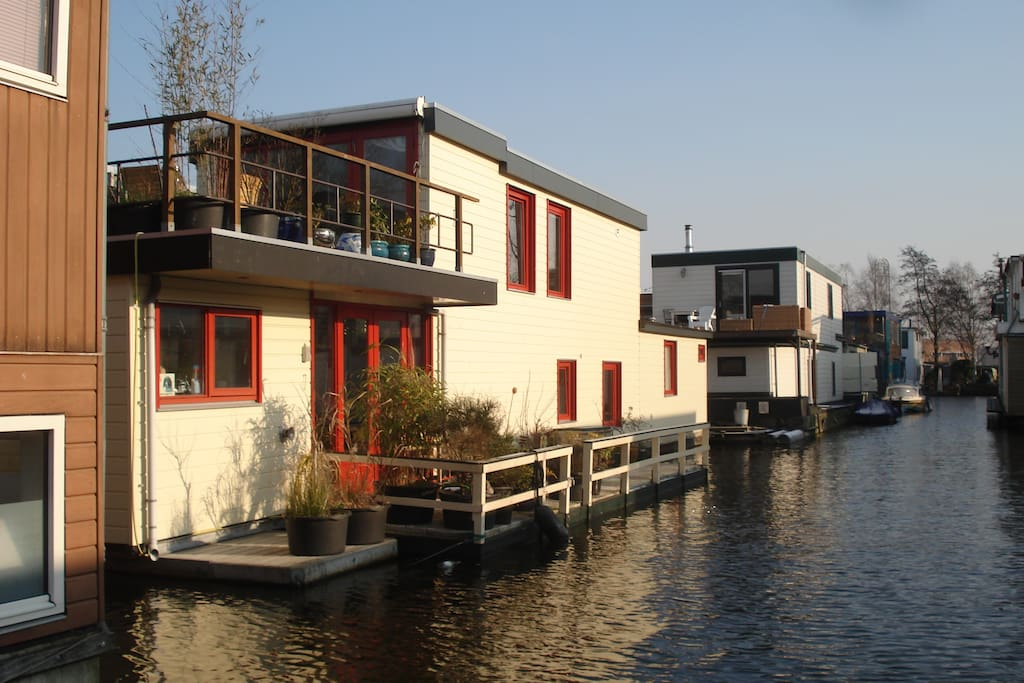 Charming houseboat near olympic st boats for rent in for Houseboat amsterdam