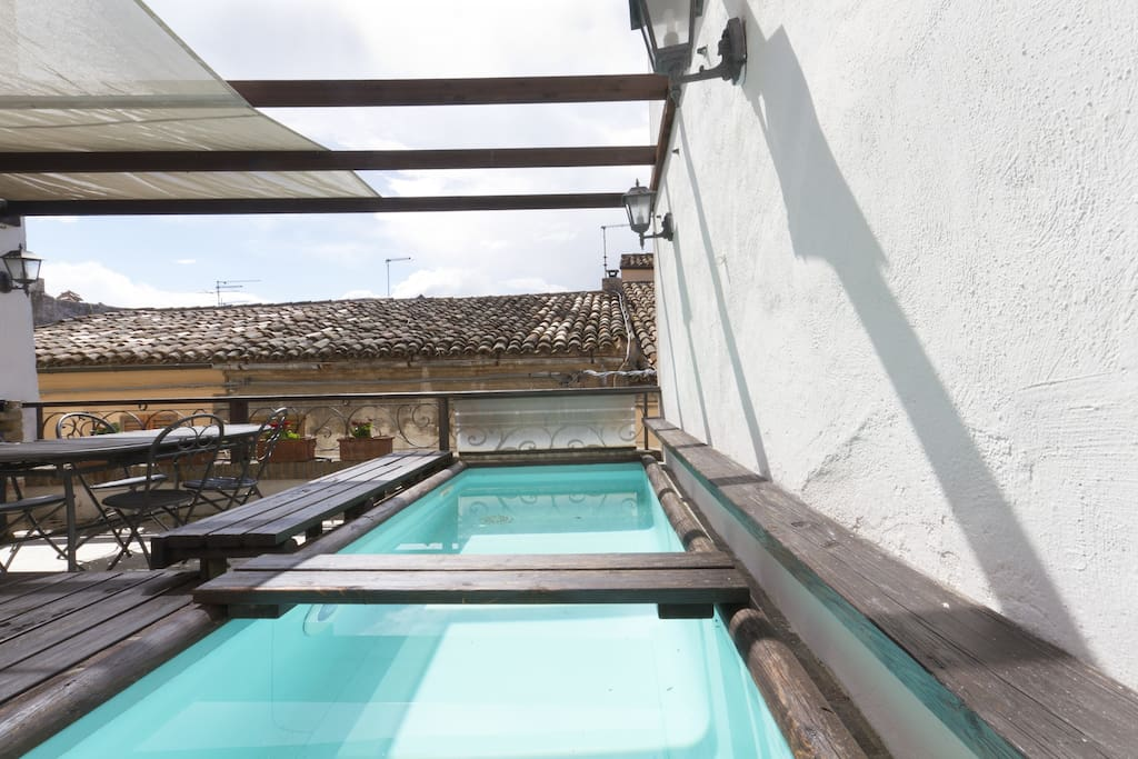 Outdoor with small pool, bbq and kitchen