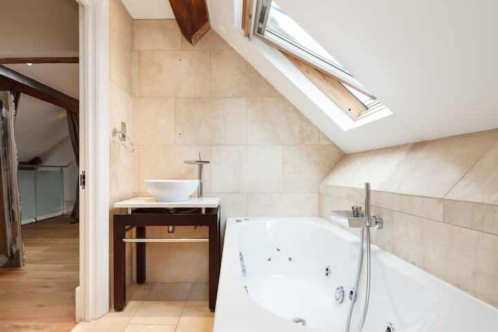 Private ensuite jacuzzi bath, shower and toilet!