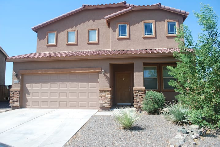 Family Friendly 4BD Spacious Home. - Maricopa - House