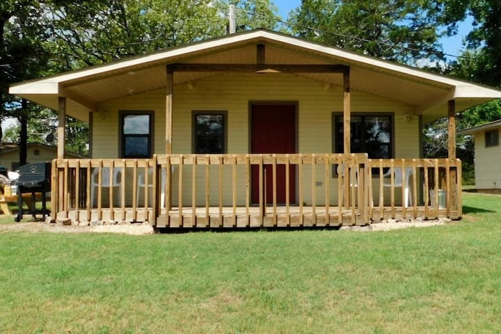 Lake-view Cottage #1 Bull Shoals Lake one bedroom