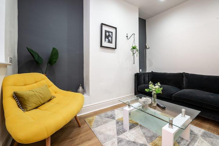 A Spacious 4 Bedroom House-Gilroy Liverpool