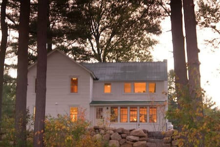 Lakeside Farmhouse, Snowshoes and GREAT Views! - Wells