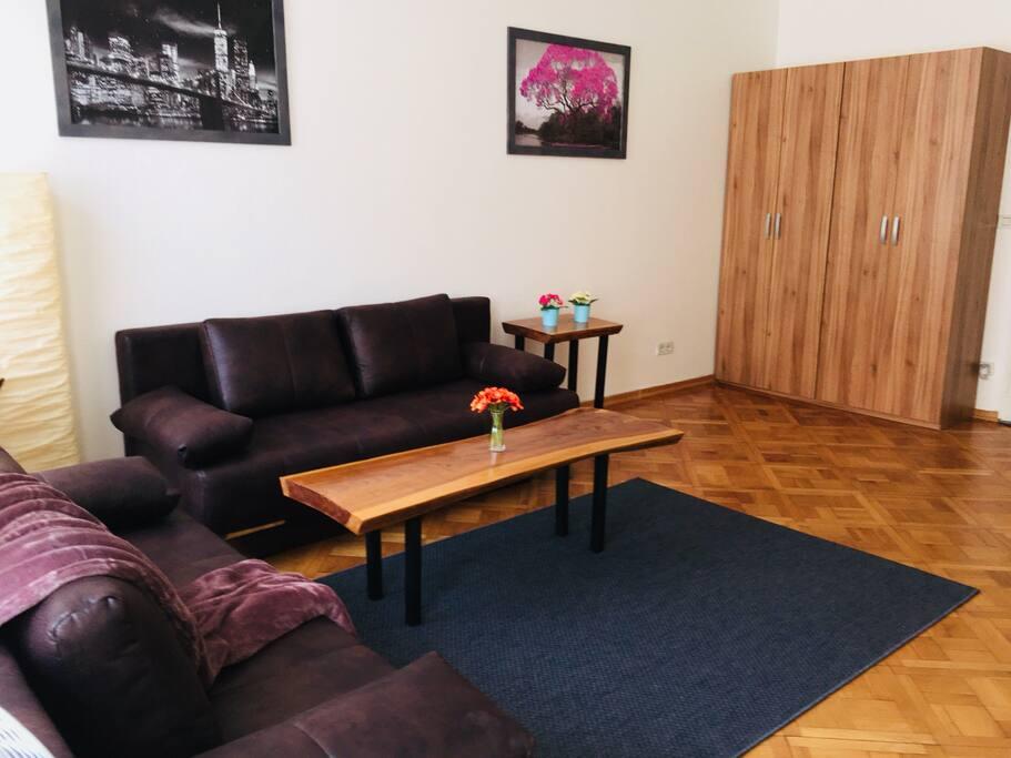 Obývací pokoj - prostorná skříň, TV se spoustou kanálu, Wi-Fi