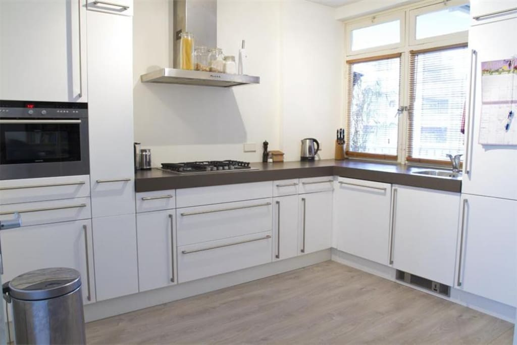 fhe fully equipped modern kitchen makes it easy to cook your meals when not dining out in one of amsterdams many nice restaurants or bars.