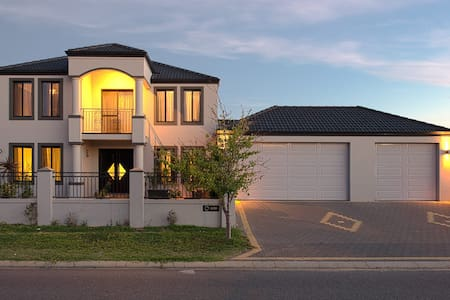 Double story 4 bedroom luxury house - Stirling