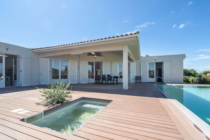 Villa de luxe avec piscine privée à Oupia