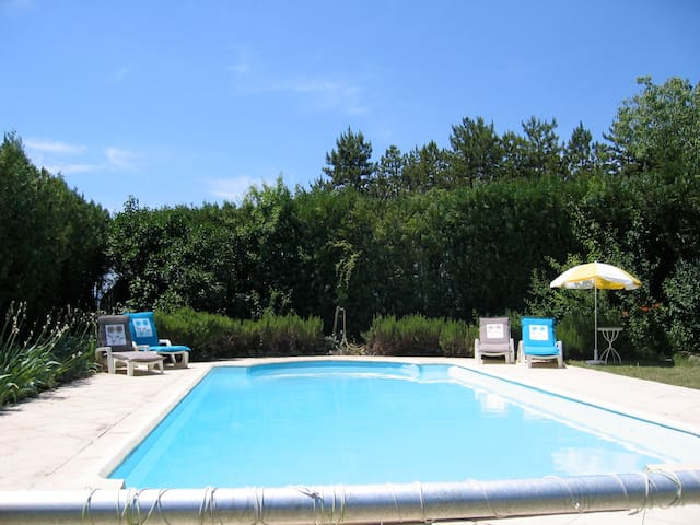 Peaceful self-catering studio, pool - Grospierres - Apartamento
