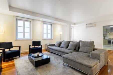 InSuites Chiado Deluxe Comfort 3 BR Apartment