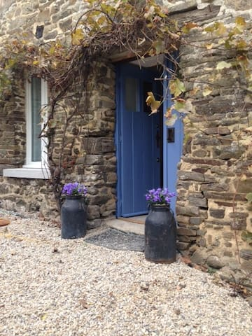 Stone French Country Cottage - Epiniac