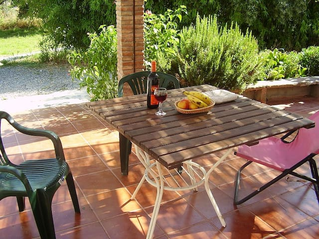 El Bamboo, cortijo, rural cottage with pool.