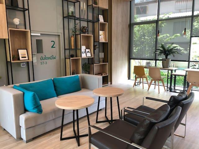 Nana四面佛酒吧街.2 bedroom新时代主义.Near MRT and BTS提供接机服务