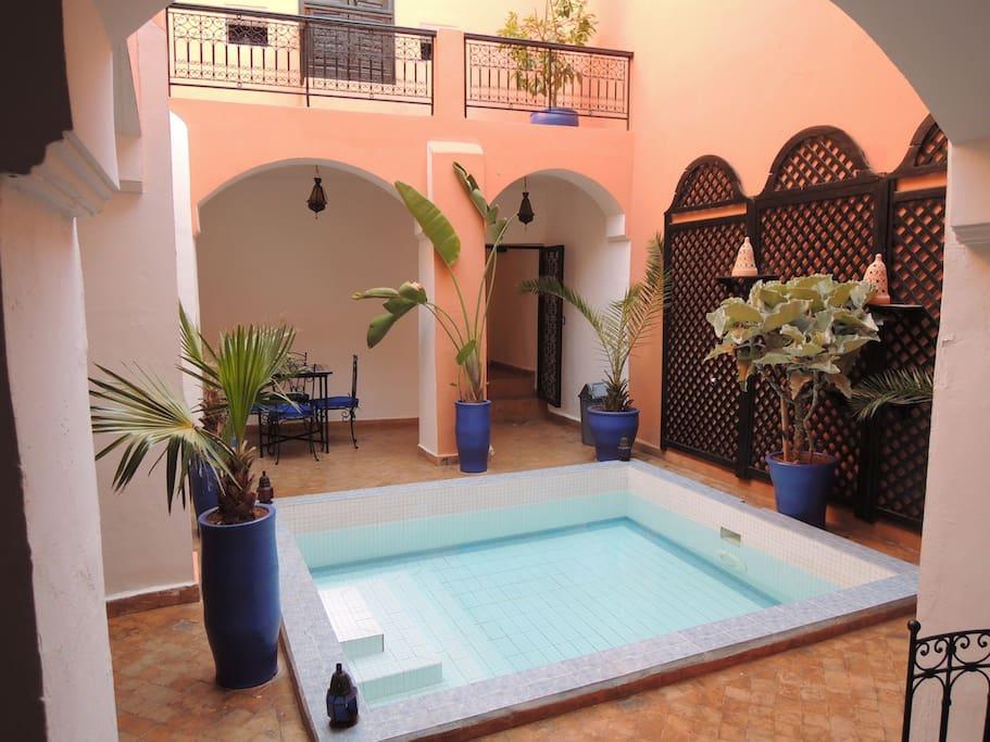 Riad lilas piscine m dina marrakech chb triple bed for Riad piscine privee marrakech