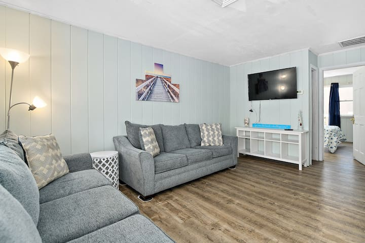 2 BR/1 BA @ 57th St Oceanside. Sleeps 6. Unit #4