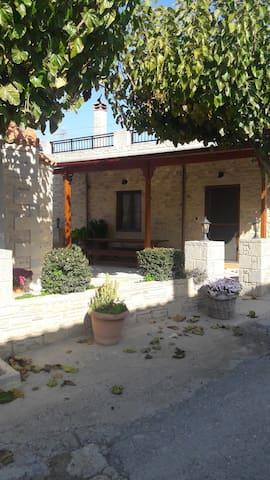 πετρινο παραδισιακο - Agia Varvara - House