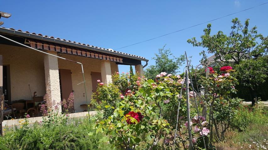 Le jardin fleuri - Vinsobres - Apartemen