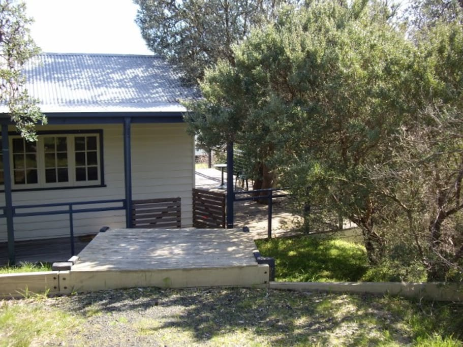 Banksia Cottage secluded amongst the banksias