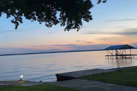 Beautiful lakefront getaway on huge lot!