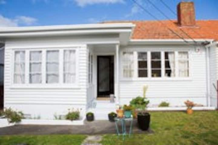Cute cottage by Cornwall park