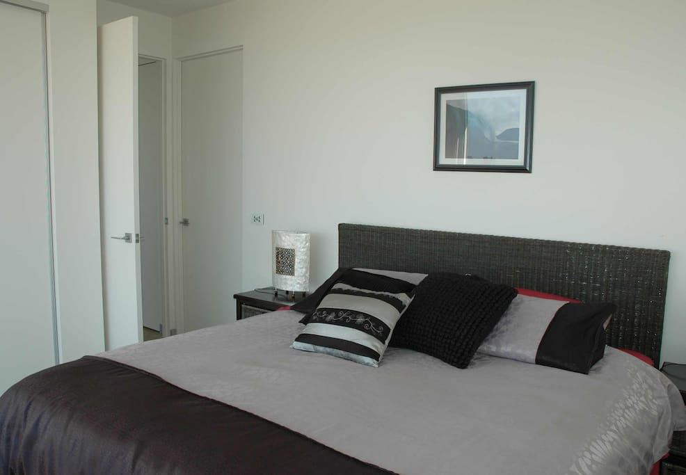 King size bedroom with en suite spa bath