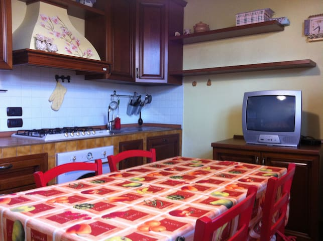 CHARMING HOUSE CLOSE TO TORGIANO - Torgiano - Casa