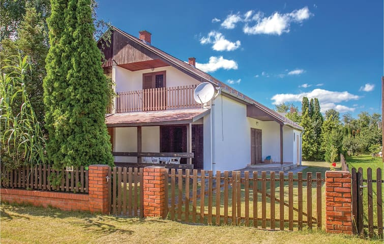 Semi-Detached with 2 bedrooms on 85m² in Balatonmáriafürdö