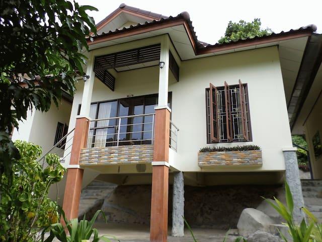 2 bedroom house inside garden - Karon - Дом