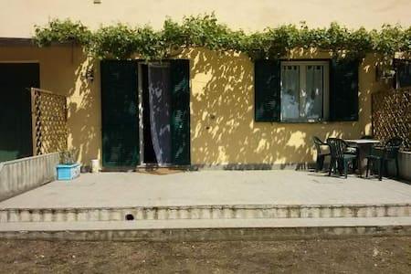 in the countryside, 7 km from sea - Castiglione della Pescaia - Bed & Breakfast