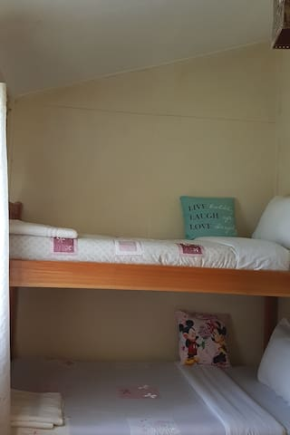 2nd Bedroom with 1 bunkbed