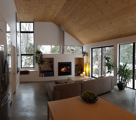 Chalet chaleureux et moderne à Val-David
