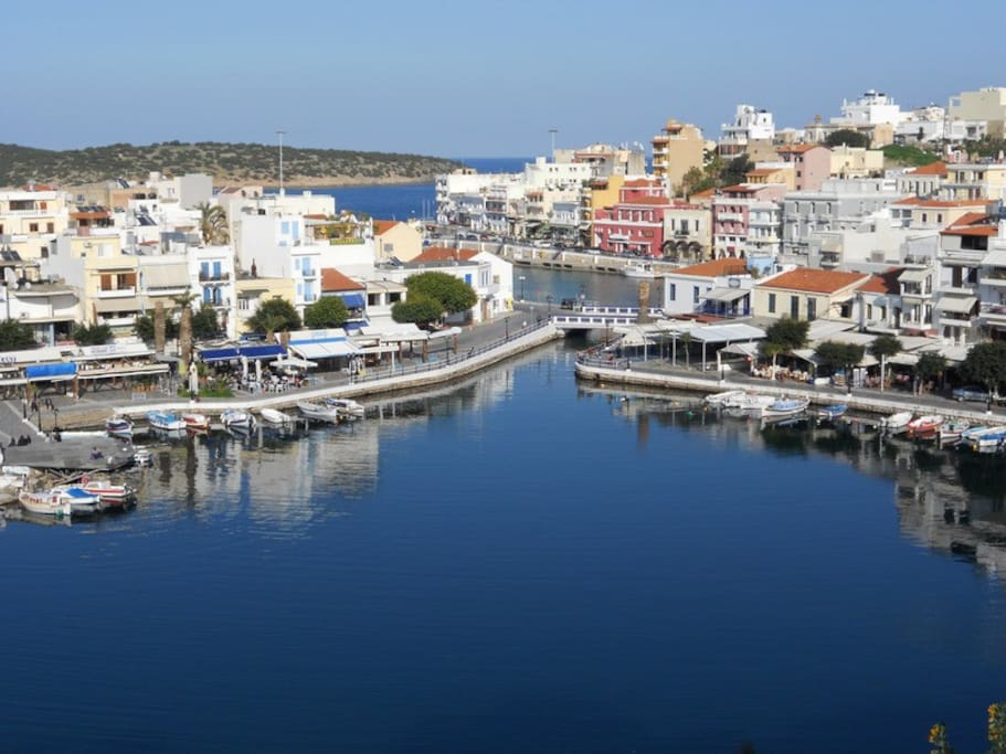Agios Nikolaos (voted as one of the 10 most beautiful cities in Greece) and the wellknown lake at 2min.
