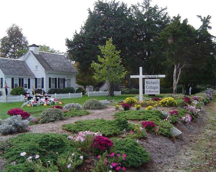 Spacious Free Standing Brewster Farmhouse