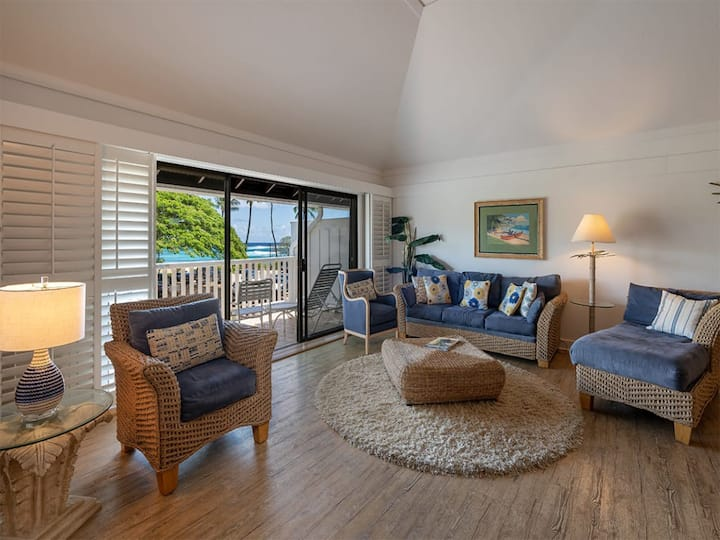 Surf's Up! Chic Suite w/Lanai Vistas, WiFi, Modern Kitchen–Kiahuna Plantation #2203