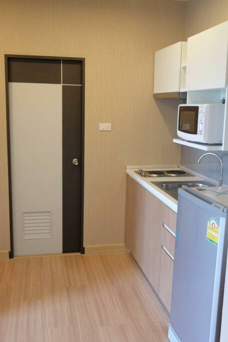 Refrigerator, Electric stove, Microwave