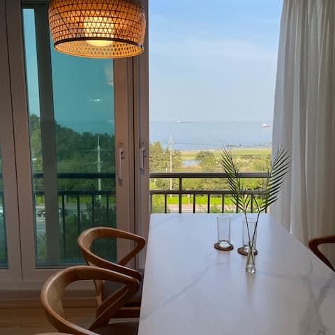 2 ‑ Minions Home ‑ Issue 2 New Open❤ ️ # Donghae City # Ocean View # Vivi un mese # Han Island Beach